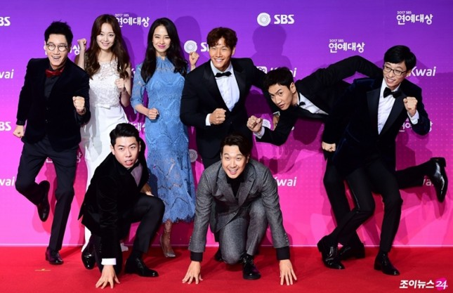 Anggota Running Man saat Red Carpet SBS Awards 2017. (Source: www.soompi.com)
