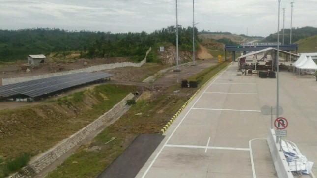 Len Industri Bangun PLTS di area Tol Trans Sumatera