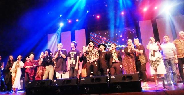 Sebagian artis yang tampil dalam Konser Bahaduri untuk Jockie Suryoprayogo (Foto: Amz)