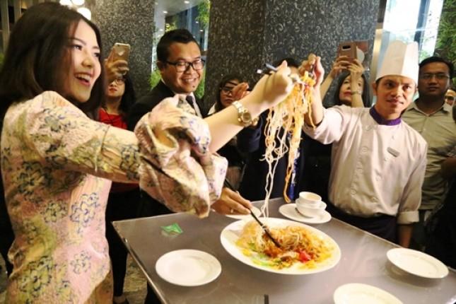 Tina Toon Rayaan Malam Imlek di Hotel Grand Mercure Jakarta Kemayoran (Foto Dok Industry.co.id)