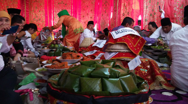 Pesta Makan Bajamba (Foto: Ist)