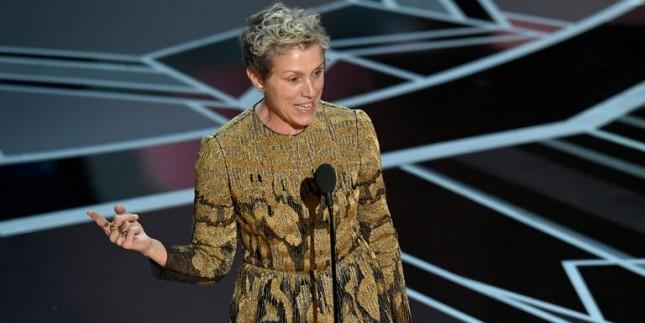 Aktris Frances McDormand dalam pidato kemenangannya sebagai Aktris Terbaik di Oscar 2018. (Source: COSMOPOLITAN)