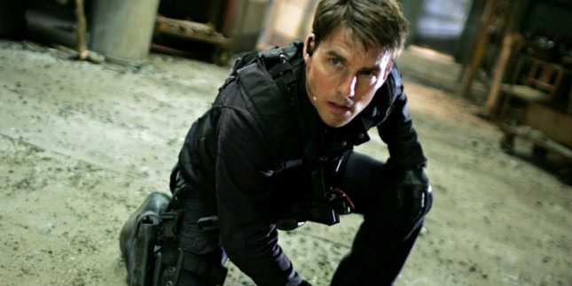 Tom Cruise dalam adegan film Mission Impossible. (Source: Cosmic Book News)