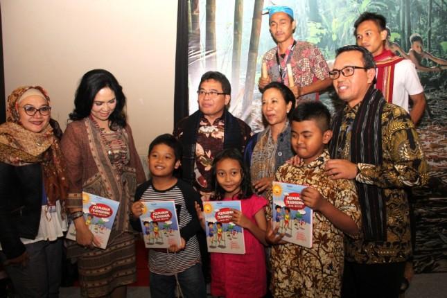Menteri BUMN Rini Sumarno dan Dirut PT Telkom Alex J Sinaga(foto: Herlambang)