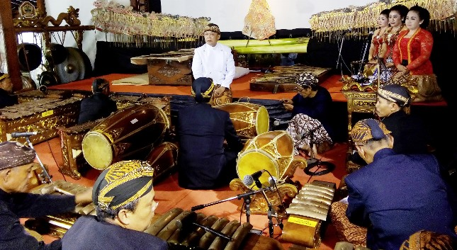 "Para Nayaga, Sinden dan Dalang Wayang Kulit pada acara ""Hari Wayang Dunia"""