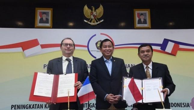 Kementerian ESDM menandatangani nota kesepahaman dengan Perancis terkait mitigasi bencana geologi gunung berapi di Indonesia.