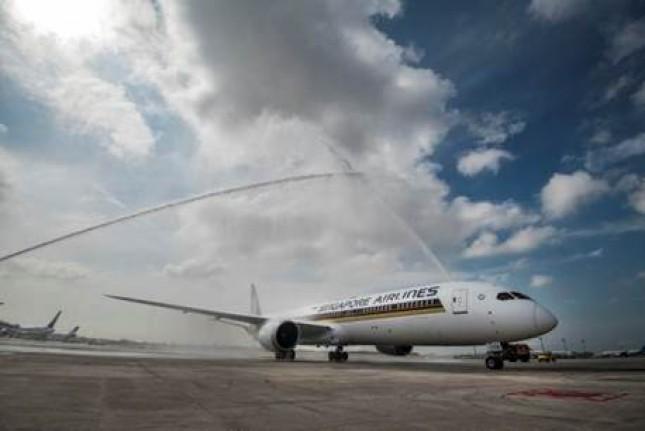 Pesawat Boeing 787-10 pertama di dunia sudah tiba di Singapura
