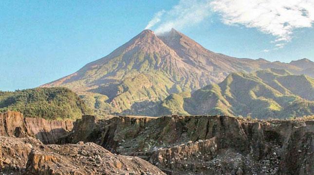 Gunung Merapi (Foto: piknikasik.com)