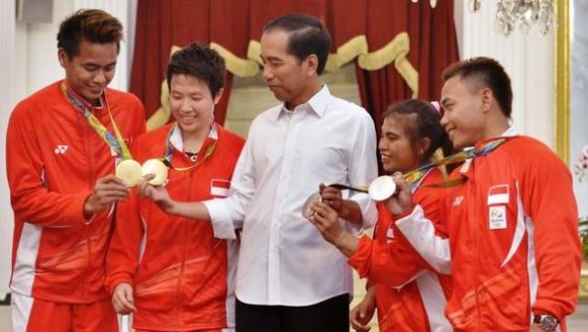 Presiden Jokowi dan Atlet Nasional (Foto Dok Industry.co.id)