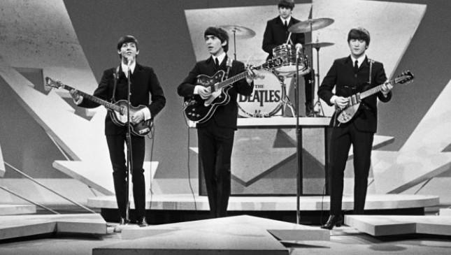 The Beatles saat tampil di acara Ed Sullivan Show pada tahun 1964. (Source: A Journal of Musical Things)