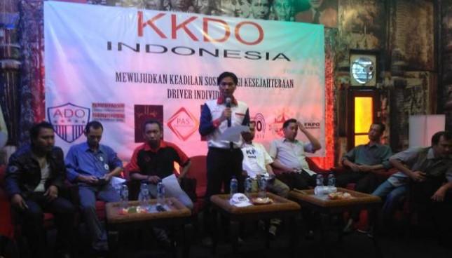 Koalisi Kesejahteraan Driver Online Indonesia (KKDO Indonesia) yang merupakan gabungan organisasi pengemudi online menolak adanya upaya menjadikan perusahaan aplikator sebagai perusahaan jasa angkutan