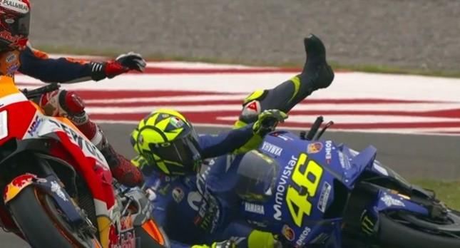 Marc Marquez Tabrak Valentino Rossi sampai terjatuh di Moto GP Argentina