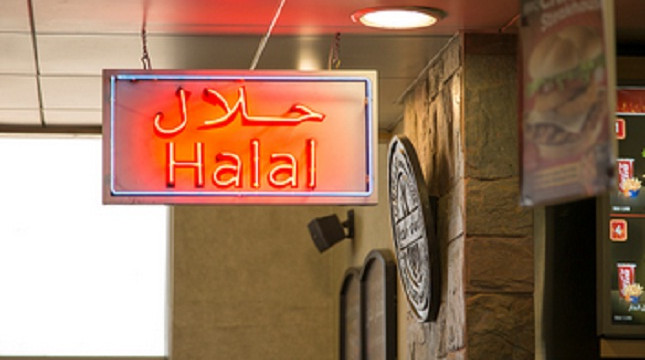 Ilustrasi label halal di restoran. (Geography Photos)