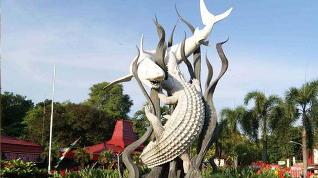 Patung Sura dan Buaya adalah Sebuah Patung yang Merupakan Lambang Kota Surabaya (Foto: goodnewsfromindonesia.id)