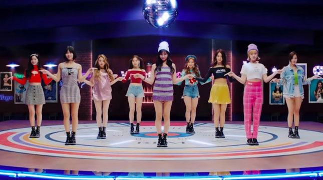 Musik Video What is Love? Milik TWICE (Foto: soompi.com)