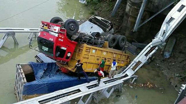 Jembatan Cincin Lama yang runtuh