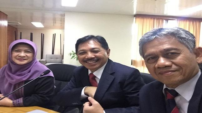 Komisi IV DPR RI melakukan kunjungan kerja ke PNG dipimpin oleh Edi Prabowo Ketua Komisi IV DPR RI didampingi Staf Ahli Mentan Bidang Lingkungan dan lainnya