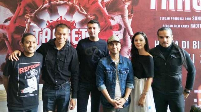 Para Pemain dan Produser film Target yang disutradarai oleh Raditya Dika