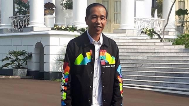 Presiden Jokowi Mengenakan Jaket Asian Games Dalam Mempromosikan Asian Games  Foto Setpres