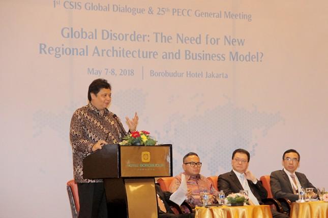 Menteri Perindustrian Airlangga Hartarto pada saat memberikan Keynote Speech dalam acara Dialog Nasional yang diselenggarakan Centre for Strategic and International Studies (CSIS) dan Pacific Economic Cooperation Council (PECC)