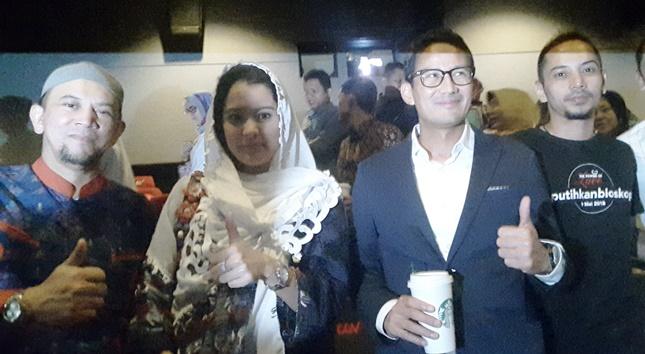 "Ustad Erick Yusuf, Marcella Zalianty, Wagub DKI Sandiaga Uno dan aktr Fauzi Baadilla usai menyaksikan film "" The Power Of Love"""