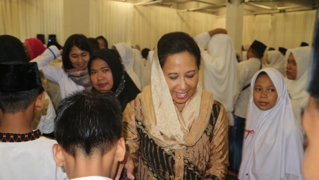 Menteri Rini dalam acara Buka Bersama BUMN dan Santunan 1.000 Anak Yatim. (Foto: Dina Astria/Industry.co.id)