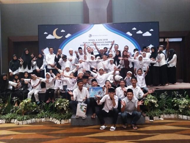 Kegiatan CSR dengan anak yatim di Hotel Santika Medan