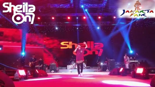 Penampilan band Sheila on 7 pada Jakarta Fair 2017. (Source: YouTube)
