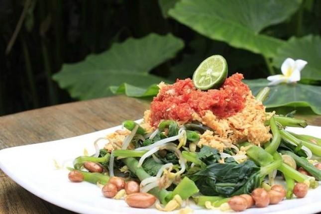 Pelecing kangkung, kuliner khas Lombok. (Foto: Tripadvisor)