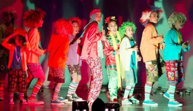 Penampilan Teater Tanah Air yang meraih Gelar Terbaik di 15th World Festival of Children's Theatre