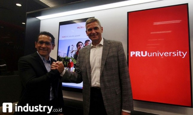 Presdirv Prudential Indonesia Jens Reisch-Chief Learning & Development Officer Wahyu Wibowo (Foto Rino)