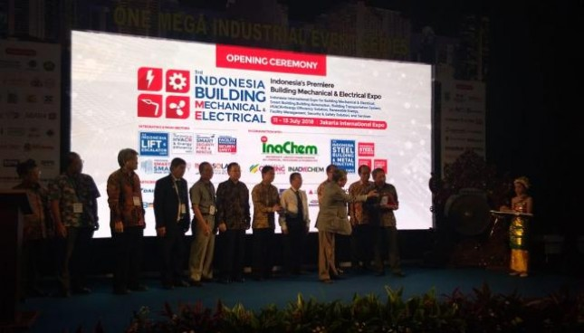 One Mega Industrial Event Series 2018 menghadirkan tiga pameran sekaligus, yaitu pameran Indonesia Building Mechanical Electrical 2018, InaChem 2018 serta Indonesia Steel Building & Metal Structure Expo