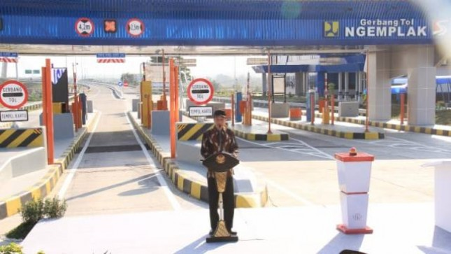 Presiden Jokowi resmikan Jalan Tol Solo-Ngawi Segmen Kartasura- Sragen. (Foto: Dok. Jasa Marga)