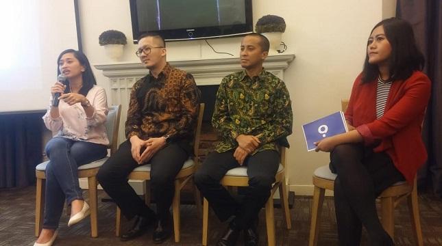 (Ki-Ka) Tri Nuraini, (Head of PR & Marketing Quipper Indonesia), Roy Nugroho (IT&Electronic; Group Head Samsung Indonesia), Hendriawan Widiatmoko (Kepala Sub bidang Aplikasi dan Pengendalian PTP Berbasis Multimedia dan Web)