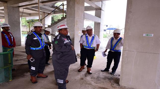Komisaris Utama PT PP (Persero) Tbk, Andi Gani Nena Wea (tengah) dan anggota Komisaris (Sumardi) melakukan kunjungan kerja ke Proyek Urbantown Serpong didampingi oleh Direktur Utama PT PP Urban, Nugroho Agung Sanyoto