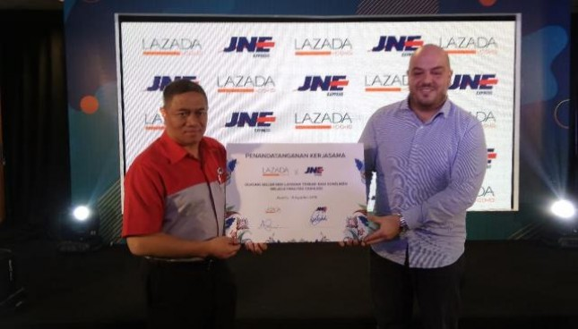 Marketplace Lazada menjajaki kerja sama dengan penyedia jasa logistik JNE memberikan fasilitas pengiriman barang secara cashless bagi para seller Lazada. (Dok:INDUSTRY.co.id)
