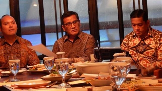 sido Simanjuntak, Pheo Hutabarat, keduanya kuasa hukum APT serta Hari Dhoho Tampubolon, mewakili pihak APT dalam Konferensi Pers di Jakarta, Senin (20/08/2018)