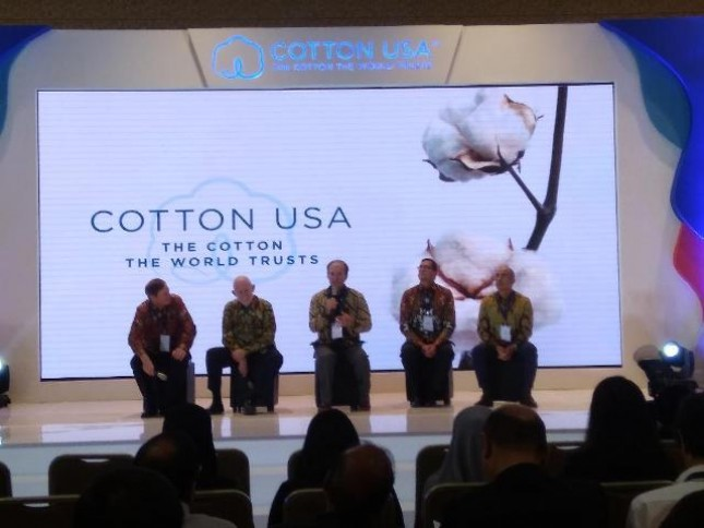 COTTON USA menampilkan inovasi teknologi tekstil termutakhir kepada ratusan pelaku usaha tekstil Indonesia, JW Marriott Mega Kuningan, Rabu (12/9/2018)