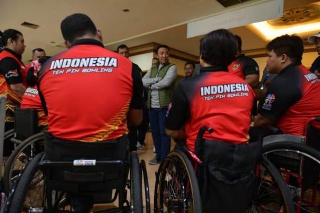 Menpora saat meninjau persiapan para atlet Asian Para Games di Bengawan Sport Center Solo Baru, Jawa Tengah, Kamis (13/9). (Foto: Humas Kemenpora)