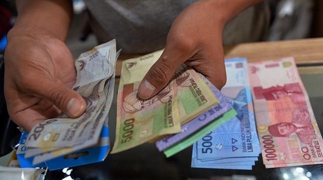 Ilustrasi penukaran uang Rupiah. (Bay Ismoyo/AFP)