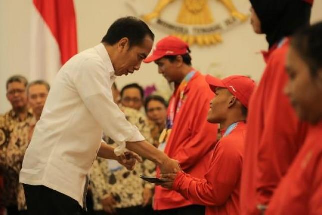 Presiden Jokowi dan atlet Para Games 2018 (Foto Dok BRI)