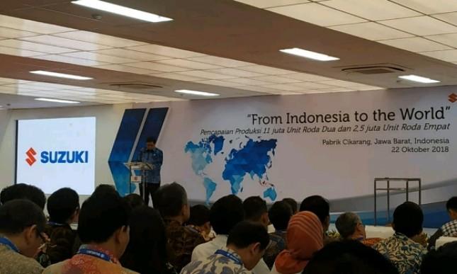 Menteri Perindustrian Airlangga Hartarto saat melepas ekspor Suzuki All New Ertiga dan Scooter Nex II (Foto: Hariyanto/Industry.co.id)