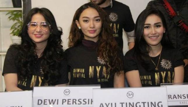 Dewi Perssik, Zaskia Gotik dan Ayu Ting Ting bertemu dalam film Arwah Tumbal Nyai
