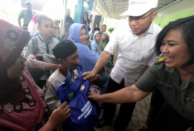BRI Syariah berikan bingkisan