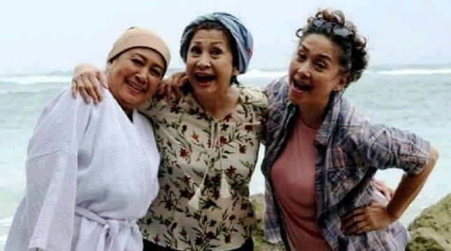"""Tiga artis senior, Ratna Riantiarno, Ninikl Karim dan Widyawati beradu akting dalam film """"Mama Mama Jagoan"""" (Foto Amz)"""
