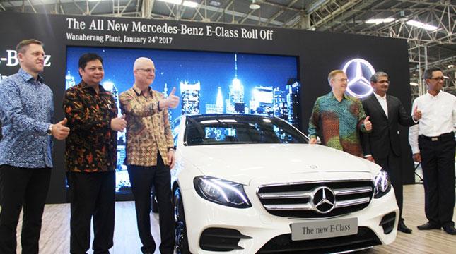Menteri Perindustrian, Airlangga Hartarto Menghadiri Seremoni Perakitan Pertama Unit Mercedes Benz E-Class (Ridwan/INDUSTRY.co.id)