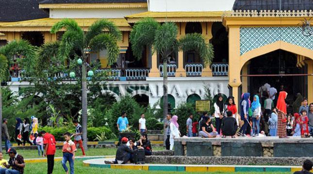 Ilustrasi Wisatawan Lokal di Medan (Foto:waspada)