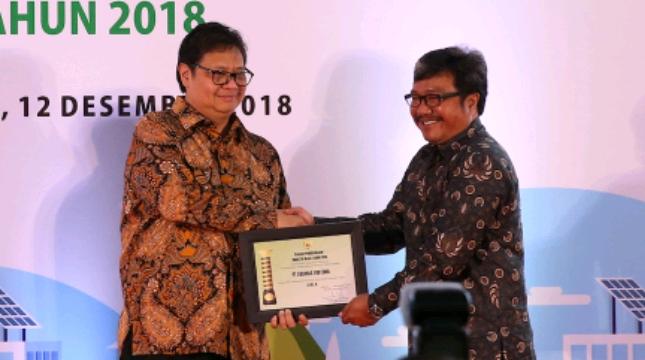 Menteri Perindustrian Airlangga Hartarto memberikan Penghargaan pada App Sinar Mas