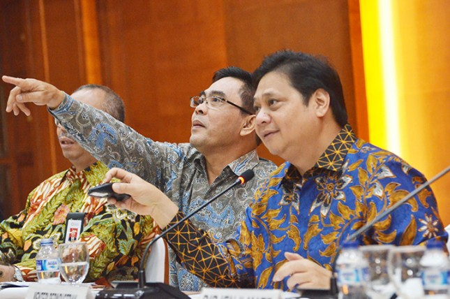 Menteri Perindustrian Airlangga Hartarto bersama Sekretaris Jenderal Kementerian Perindustrian Haris Munandar saat konferensi pers kinerja akhir tahun (Foto: Kemenperin)