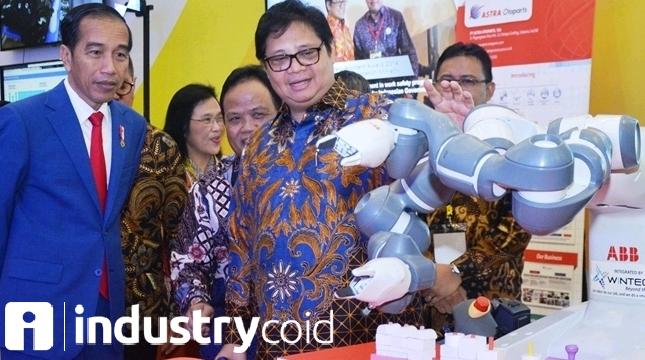 Presiden RI Joko Widodo bersama Menteri Perindustrian Airlangga Hartarto